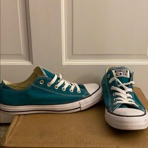 Teal converse! Like new condition!!